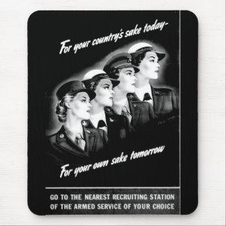 Las señoras van a la estación de reclutamiento más mouse pad