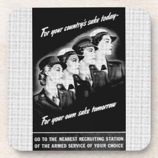 Las señoras van a la estación de reclutamiento más posavasos de bebida