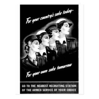 Las señoras van a la estación de reclutamiento más postales