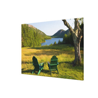 Las sillas de Adirondack en el césped de la Jordan Impresiones En Lona Estiradas