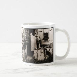 Las sufragistas celebran la diecinueveavo enmienda taza de café