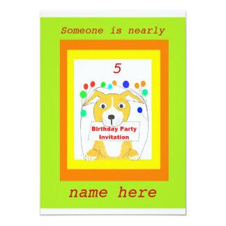 Las tarjetas de la invitación de la fiesta de