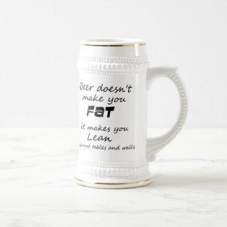 Las tazas de cerveza divertidas abultan las ideas