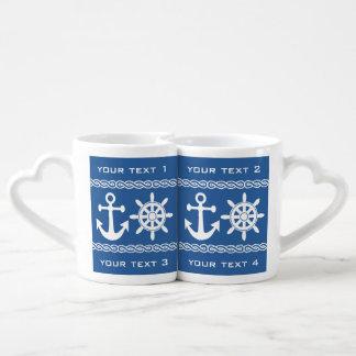 Las tazas de encargo náuticas del par del texto y taza para enamorados