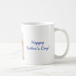 Las tazas felices personalizadas del día de padres
