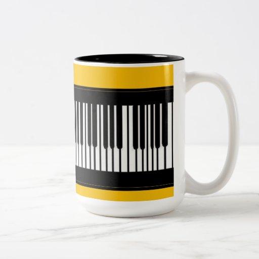 Las tazas y las tazas únicas diseñaron por Brenda