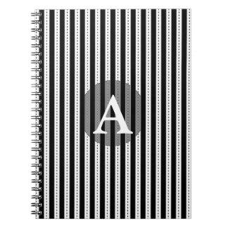 Las telas a rayas blancos y negros personalizaron libro de apuntes con espiral