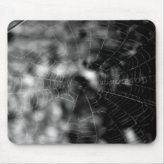 Las telas de araña hacen formas que obligan alfombrilla de raton