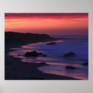 Las tonalidades calientes del amanecer reflejan a  posters