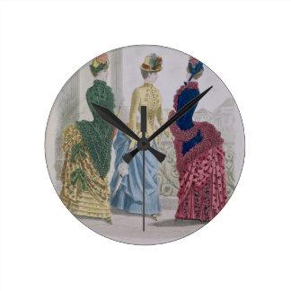 Las últimas modas de París, vestidos de tres días  Reloj Redondo Mediano