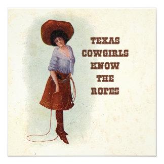 """Las vaqueras de Tejas saben la tarjeta de la Invitación 5.25"""" X 5.25"""""""