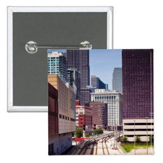 Las vías del viajero llevan en Chicago céntrica Pin Cuadrado