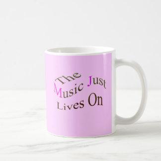 Las vidas de la música apenas encendido tazas de café