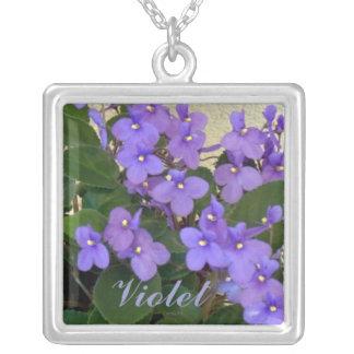 Las violetas azules más azules colgante cuadrado
