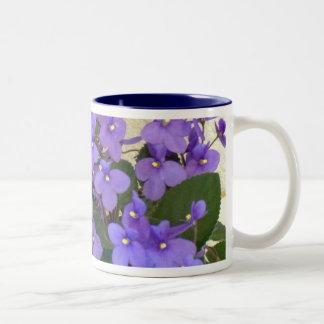 Las violetas azules más azules taza dos tonos