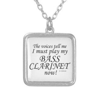Las voces del clarinete bajo dicen deben jugar collares