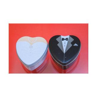 Latas en forma de corazón del caramelo de novia y lona estirada galerías