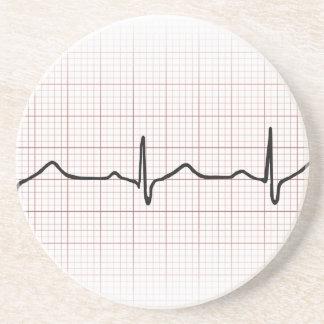 Latido del corazón en el papel cuadriculado, pulso posavaso para bebida