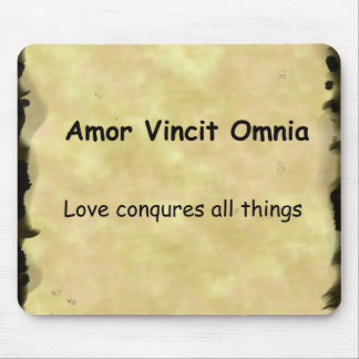 Latin Amor Vincit Omnia LOVE CONQUERS ALL THINGS Mouse Pad