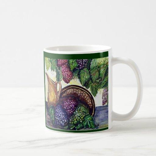 Latón y uvas taza de café