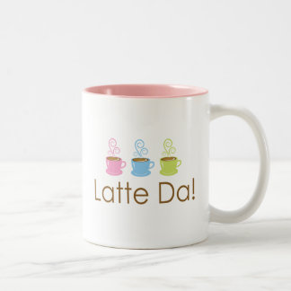 ¡Latte DA Dos entonaron la taza de café rosada