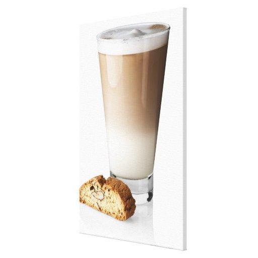 Latte de Caffe con biscotti, en el fondo blanco, Impresiones En Lona Estiradas