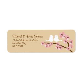 Latte y remite de la flor de cerezo rosada etiqueta de remitente