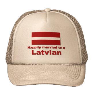 Latvian feliz casado gorro