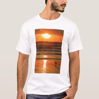 Laughing Gull Larus atricilla) silhouetted T-Shirt