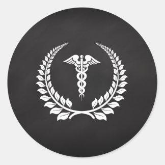 Laurel médico del caduceo pegatina redonda