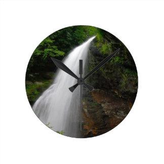 Lavado de la montaña relojes de pared