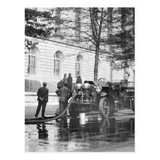 Lavado del poder del coche de bomberos, 1923 postal
