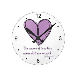 Lavanda bonita el curso del amor verdadero reloj redondo mediano