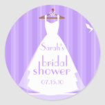 Lavanda y ducha nupcial blanca del vestido de boda pegatinas redondas