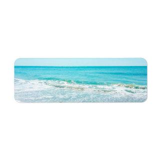 Lavandera tropical de las olas oceánicas de la etiqueta de remite