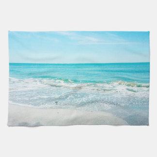 Lavandera tropical de las olas oceánicas de la toalla de cocina