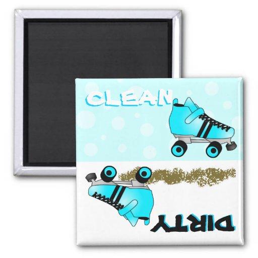 Lavaplatos sucio limpio azul lindo del patín de ru iman para frigorífico