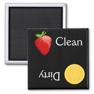 Lavaplatos sucio limpio de la fruta anaranjada de  imán cuadrado