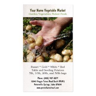 Lavar las patatas del jardín tarjetas de visita