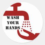 Lave a sus pegatinas de las manos