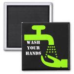 Lave su imán de las manos