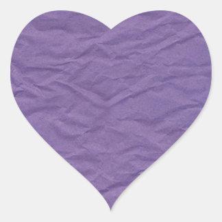 Lavendar arrugó la textura de papel pegatina en forma de corazón