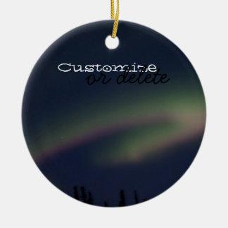 Lazo de la aurora boreal; Personalizable Adorno Navideño Redondo De Cerámica