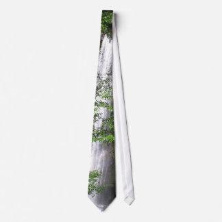 Lazo de las cascadas corbata