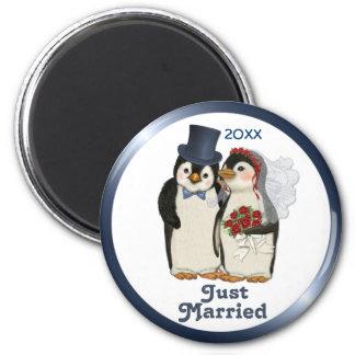 Lazo de novia y del novio del boda del pingüino -  imán redondo 5 cm