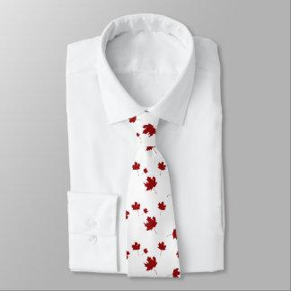 Lazo rojo de la hoja de arce de la bandera del corbatas