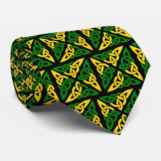 Lazo verde y amarillo del cuadrado céltico del corbatas
