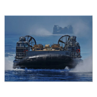 LCAC se acerca a USS Nueva York (LPD 21) Posters