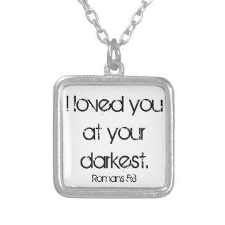 Le amé en su 5:8 más oscuro de los romanos del ver collar plateado