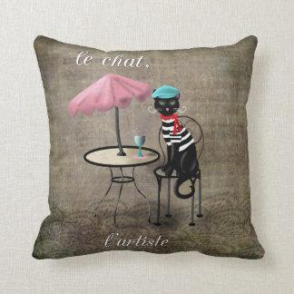 Le Chat, La Reine, L'artiste Throw Pillows